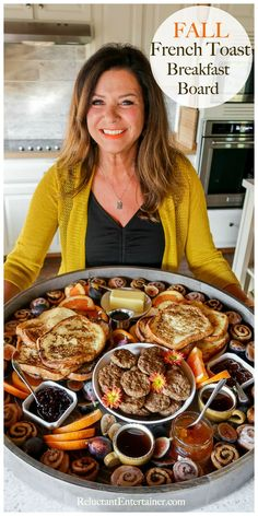 For fall hosting, serve a Fall French Toast Breakfast Board. Make French toast; assemble bites of fall–fresh fruit, cinnamon rolls, jellies, and syrup! Party Food Platters, Food Trays, Party Trays, Party Buffet, Brunch Recipes, Appetizer Recipes, Breakfast Recipes, Mini Appetizers, Brunch Ideas