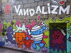 Love cartoon graff...my favorite