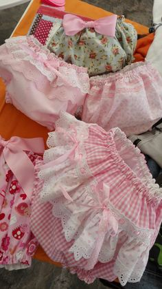 Baby Bloomers Pattern, Baby Girl Dress Patterns, Cute Outfits For Kids, Boy Outfits, Spanish Baby Clothes, Handmade Baby Gifts, Baby Sewing Projects, Baby Pants, Little Girl Dresses