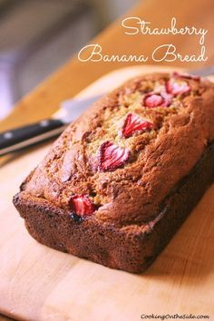 Strawberry Banana Bread | cookingontheside.com #strawberry #banana #bread