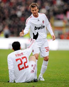 Kaka and David Beckham of Milan in action during the Serie A match between Bologna FC and AC Milan at the Dallara Stadio on January 2009 in Bologna, Italy. World Best Football Player, World Football, Soccer Players, Neymar Football, Football Gif, Bologna Fc, Bologna Italy, Ronaldo Free Kick, Real Madrid Club