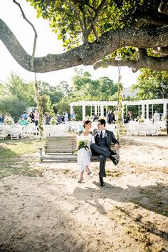 Eclectic Pensacola Barkley House Wedding In Soft Mint Green | Photograph by Jordan Burch Photography http://www.storyboardwedding.com/the-barkley-house-pensacola-mint-green-outdoor-wedding/