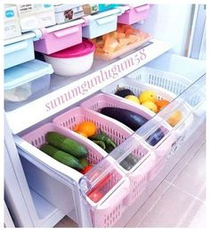 Fridge organizer organization Organization of refrigerator organizersFridge organizer organization Who eats all these clever ways to organize tupperware and food storage containers – convenient and practical kitchen storage design Refrigerator Organization, Kitchen Organization Pantry, Home Organisation, Diy Kitchen Storage, Organized Fridge, House Organization Ideas, Organized Home, Freezer Organization, Home Storage Ideas