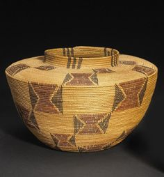 A Kawaiisu polychrome bottleneck basket