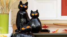 A list of amazing DIY Halloween Decorations. Find outdoor, party, yard or kids diy halloween decorations and ideas from this extensive list. Homemade Halloween, Holidays Halloween, Spooky Halloween, Halloween Pumpkins, Happy Halloween, Halloween Porch, Outdoor Halloween, Halloween Season, Halloween Costumes