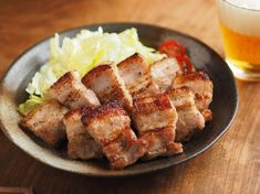 おうち飲みにぴったり!ビールや日本酒にあう簡単おつまみレシピをご紹介。レシピブログで人気の筋肉料理人さんの連載です。