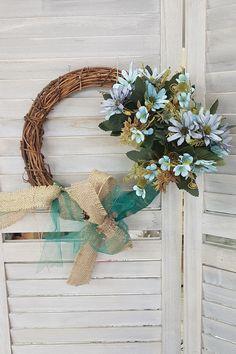Χειροποίητο στεφάνι για φθινοπωρινή διακόσμηση με κορδέλες και λουλουδια. Διάβασε το άρθρο μας για πιο πολλές φθινοπωρινές DIY ιδέες.  #wreath #falldecor #fallwreath #φθινοπωρινηδιακοσμηση #διακοσμηση2019 #φθινοπωριναδιακοσμητικα #φθινοπωρινοντεκορ #falldecor #falldecorating #falldecorideas #diyfalldecor #diyhomedecor #autumndecor #autumndecorations #indoorautumndecorations #diyhomedecor #diyhomedecorideas #barkasgr #barkas #afoibarka #μπαρκας #αφοιμπαρκα #imaginecreategr