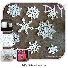 DIY Schneeflocke häkeln oder Bügelperlen / DIY snowflakes crochet pattern or with Hama pearls @ www.pink-castle.de #pinkcastlediy
