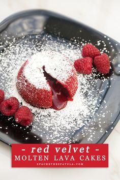Red Velvet Molten Lava Cakes - beautiful red velvet cakes that hide a rich molten center---the most perfect Valentine's Day dessert! Köstliche Desserts, Desserts To Make, Delicious Desserts, Dessert Recipes, Picnic Recipes, Cheesecake Desserts, Raspberry Cheesecake, Hot Fudge, Lava Cake Recipes