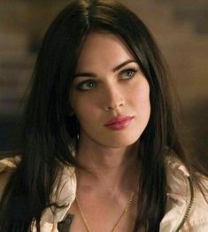 Actress Megan Fox is set to take on a recurring role in the TV sitcom, New Girl. Style Megan Fox, Girl Face, Woman Face, 1990 Style, Megan Fox Pictures, Megan Denise Fox, Megan Fox Hair, Megan Fox Young, Megan Fox Makeup