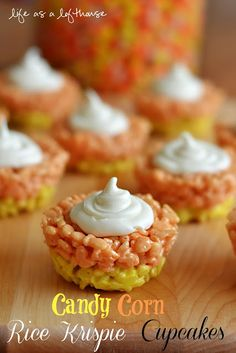 On Saturday I was deciding on a dessert to take to our families Halloween party, and dreamed up these Candy Corn Rice Krispie Cupcakes! I haven't met a kid who doesn't li. Postres Halloween, Halloween Desserts, Halloween Treats, Halloween Diy, Halloween Foods, Halloween Magic, Haunted Halloween, Halloween Cookies, Holiday Desserts
