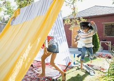 Here are nine picture books to read aloud in the final weeks of school to spark ideas for simple, tech-free summer fun. Free Summer, Summer Fun, Sally Lloyd Jones, Botany Books, Outdoor Forts, Backyard Fort, Finding New Friends, Forest Friends, Summer Activities