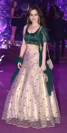 Best 12 Shah Rukh Khan, Udita Goswami, Nora Fatehi and others at Azhar Morani's sangeet – SkillOfKing. Party Wear Lehenga, Red Lehenga, Lehenga Choli, Anarkali, Designer Party Wear Dresses, Kurti Designs Party Wear, Indian Designer Outfits, Choli Designs, Half Saree Designs