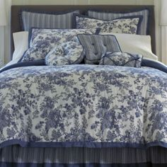 "<p>Bring an aristocratic French feel to your bedroom with the classic styling of the Toile Garden comforter set. The popularity of toile dates back to the 1700s.</p><div style=""page-break-after: always;""><span style=""display: none;"">"