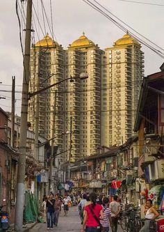 Uma velha rua no mercado de Xangai, China.