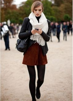 How to wear a pashmina scarf: as a nonchalant addition to a smart-casual look. Loop it around your neck letting the ends rest in the front