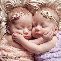 How cute are these 2?  http://babies411.com
