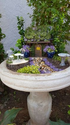 Bird bath fairy garden â… - Mini Garden Bird Bath Garden, Mini Fairy Garden, Fairy Garden Houses, Gnome Garden, Fairy Gardening, Organic Gardening, Gardening Tips, Indoor Gardening, Bird Bath Planter