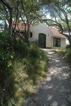 Vlieland-Klein Marjenburg, leuk huisje voor 5 personen, spelletjes , een hut en een grote tuin aanwezig.
