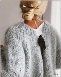 Sweaters for moms Knit Fashion, Fashion Outfits, Fashion Tips, Pull Mohair, Looks Style, My Style, Moda Outfits, Mohair Sweater, Grey Sweater