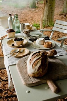 Simplicity reigns. lunch break, summer picnic, lunches, breakfast, food, company picnic, picnics, beach picnic, breads