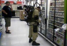 請問你是來購物還是來驅蟲的?