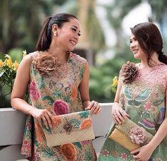 Diy clothes for women tunics 64 Ideas Kebaya Dress, Batik Kebaya, Kebaya Brokat, Batik Fashion, Ethnic Fashion, Womens Fashion, Blouse Batik, Batik Dress, Diy Clothes Tops