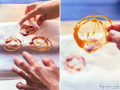 Bajo una nube de azúcar glas: Toques decorativos: Decoraciones con #Caramelo http://bajounanubedeazucarglas.blogspot.com.es/2014/01/decoraciones-con-caramelo-avellanas.html