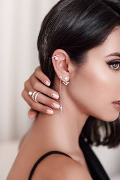 How to wear multiple earrings ideas | Simple studs, minimal ear cuff + dangle pearl earrings