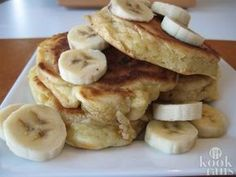 The best Vegan and Gluten Free Recipe for pancakes ever! Banana Protein Pancakes, Coconut Flour Pancakes, Gluten Free Pancakes, Pancakes And Waffles, German Pancakes, Breakfast Pancakes, Breakfast Recipes, Pureed Food Recipes, Vegan Recipes
