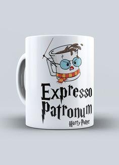Caneca Expresso Patronum - Harry Potter Harry Potter Anime, Harry Potter Diy, Harry Potter Fandom, Expresso Patronum, Mugs, Nerd, Cricut, Decorations, Candy