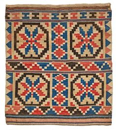 ÅKLE Vevet i ulike farger. 1700-tallet. 143x120 Bohemian Rug, Bond, Quilts, Blanket, Rugs, Antiques, Home Decor, Farmhouse Rugs, Antiquities