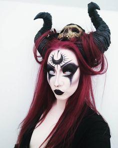 L'immagine può contenere: 1 persona Demon Makeup, Witch Makeup, Sfx Makeup, Costume Makeup, Demon Costume, Demon Halloween Costume, Succubus Costume, Ghost Makeup, Creepy Makeup