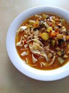 Warzywna zupa z mięsem mielonym