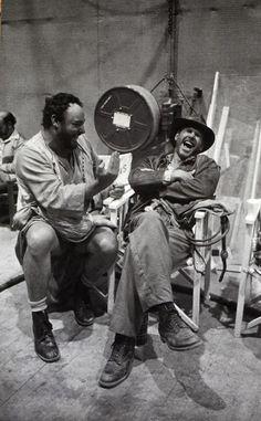 "Chantal Denis on Twitter: """"@PhotosHistos: John Rhys-Davies et Harrison Ford rigolant pendant le tournage de Raiders of the Lost Ark,http://t.co/quPPTGuDlq""..."""