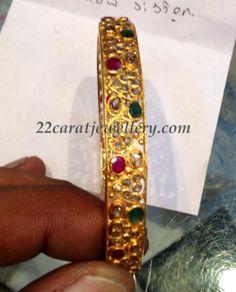 Jewellery Designs: Uncut Diamonds Bangle - 25 Grams