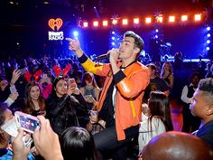 Star Tracks: Thursday, December 3, 2015 | CROWD SURFING | Later on in the show, Joe Jonas and his band DNCE get up close and personal with their adoring fans.