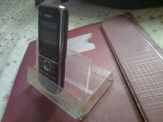 Picture of Mobile Phone Stand Using Cassette Case