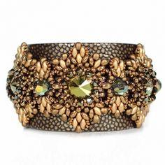 Juwelina - Designer Armschmuck aus Nappa Leder mit Swarovski Kristallen in Grün-Bronze-Metallic
