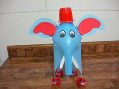 Veja que fofos estes elefantes feitos com reciclagem de garrafa de amaciante! Observe as imagens para realizar os cortes!                   ...