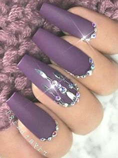 Acrylic Nails Purple Rhinestones Imagine matching your nail art pattern with your favorite sweater this season. This is possible with the cable knit nails that are the latest trends.Rhinestones on the stiletto acrylic, what a perfect match. Gem Nails, Nude Nails, Stiletto Nails, Hair And Nails, Acrylic Nails, Nail Gems, Fabulous Nails, Gorgeous Nails, Pretty Nails