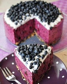 Blueberry Cheesecake from Mata Cukierenka. Scroll down the page to find the conversation bubble that says English version for recipe. Use gluten-free cookies for the crust. Blueberry Cheesecake, Cheesecake Recipes, Dessert Recipes, Blueberry Cake, Cookbook Recipes, Rasberry Cake, Blueberry Ideas, Blueberry Delight, Snacks