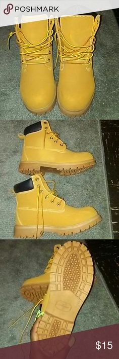 Brown wheat timbs style boots Wheat color construction worker boot shoes Comes with Original Box Good Condition  Water repellent/good traction on bottom/great for rain & snow  Only Listed as timberland for exposure   - Best fits womens size 10 Or Mens size 8 - Timberland Shoes