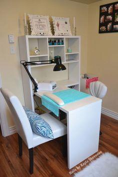 Home nail salon set up ideas nail technician room nail room Home Beauty Salon, Home Nail Salon, Nail Salon Design, Nail Salon Decor, Beauty Salon Decor, Salon Interior Design, Tech Room, Nail Station, Beauty Room Decor