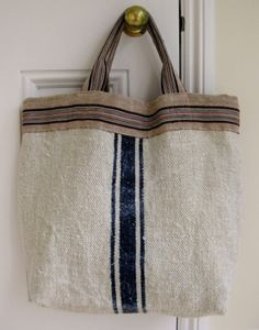 looks like I could make this with a painters drop cloth. I think Ill try. Sacs Tote Bags, Tote Purse, Reusable Tote Bags, Sac Week End, Grain Sack, Linen Bag, Fabric Bags, Handmade Bags, Beautiful Bags
