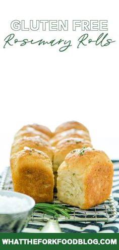 Soft gluten free rosemary rolls are flavored with fresh rosemary. These easy gluten free dinner rolls pair well with any holiday meal or Sunday dinner! Gluten Free Cookies, Gluten Free Baking, Gluten Free Recipes, Baking Recipes, Bread Recipes, Spinach Recipes, Healthy Recipes, Gf Recipes, Lunch Recipes