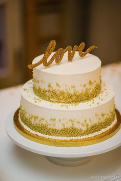 #cake-toppers  Photography: Justine Ungaro - justineungaro.com  Read More: http://www.stylemepretty.com/2014/11/07/traditional-elegance-with-a-twist-at-the-anderson-house/