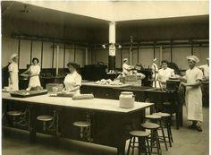 Kitchen staff at Boston City Hospital, November 13, 1912,  Boston City Hospital collection (7020.001), Box 47, Boston  City Hospital. Boston City Archives.