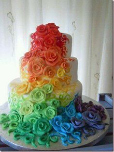 Oh My GOSH! AAAHH! I haven't looked at the article yet, but the cake looks amazing