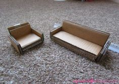 38 Ideas Doll House Diy Cardboard Dollhouse Furniture For 2019 Diy Furniture Sofa, Diy Cardboard Furniture, Diy Barbie Furniture, Diy Sofa, Cardboard Crafts, Furniture Ideas, Diy Dollhouse Furniture Easy, Coaster Furniture, Miniature Furniture